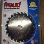 Bộ đôi lưỡi cưa gỗ dùng trên máy cưa công nghiệp.